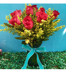 send dozen of red roses in glass vase to cebu
