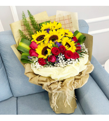 12 Roses with 7 Sunflower in Bouquet