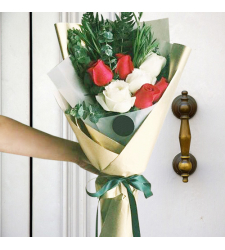 send 7 pcs. red and white roses in bouquet to cebu