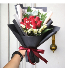 send 9 stems red color roses in bouquet to cebu
