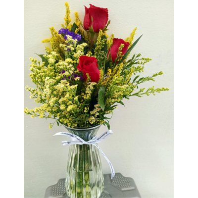 send pure love – 3 stems roses in vase to cebu