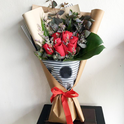 send 7 stems red color roses in bouquet to cebu