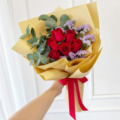 send half dozen red color roses in bouquet to cebu